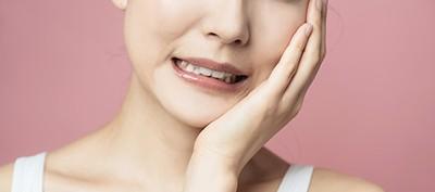 Боль во время жевания – один из симптомов пародонтита